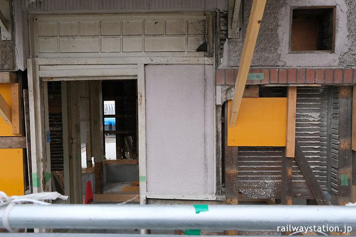 南海本線、保存工事中の諏訪ノ森駅西駅舎