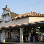 南海電鉄・南海本線・淡輪駅、時計塔が特徴的な大正の洋風木造駅舎。