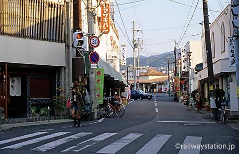 南海電鉄・淡輪駅前の商店街