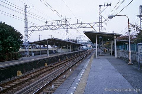 南海電鉄本線・淡輪駅、2面2線のプラットホーム