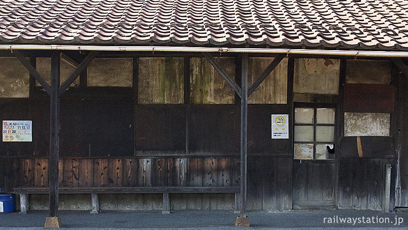 近江鉄道本線・彦根口駅、古色蒼然とし過ぎた木造駅舎