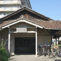 近江鉄道・彦根口駅の木造駅舎、出入口