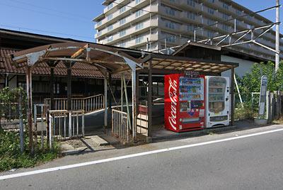 近江鉄道本線・彦根口駅、駅舎と反対側の出入口