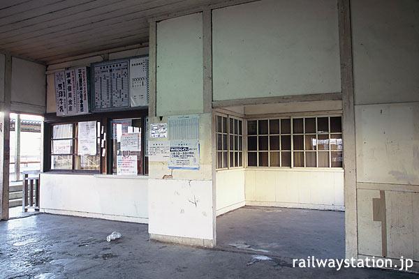 近江鉄道・新八日市駅舎、窓口横の部屋。後に特等待合室跡と判明。