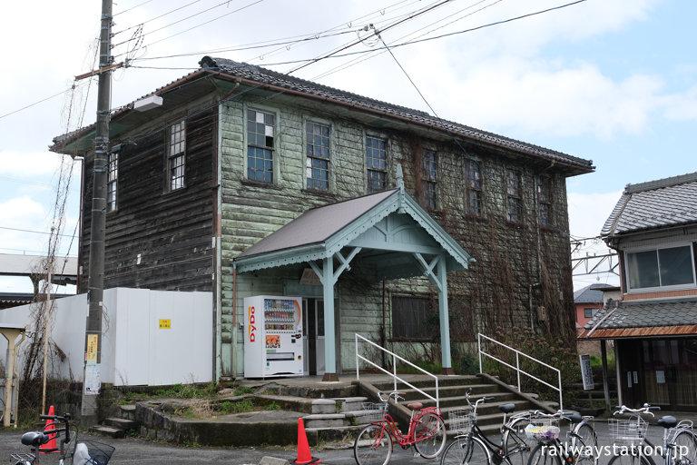 近江鉄道・新八日市駅、改修されつつある大正築の洋風木造駅舎