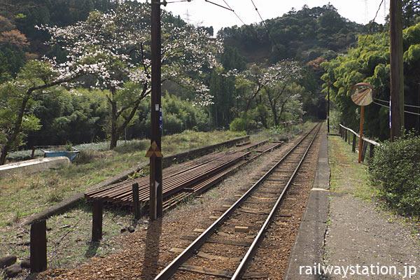 大井川鉄道・大井川本線、青部駅プラットホームと廃ホーム
