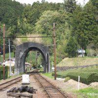 地名駅 (大井川鐵道・大井川本線)~木造駅舎と名物?日本一短いトンネル~