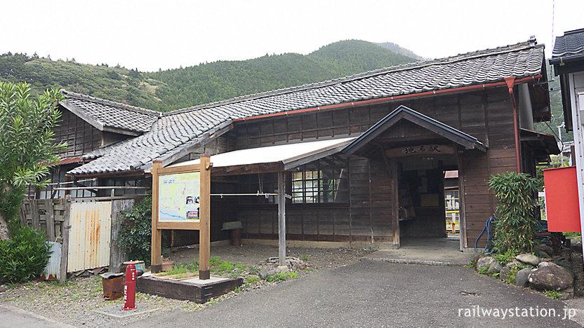 大井川鉄道大井川本線・地名駅、古い木造駅舎