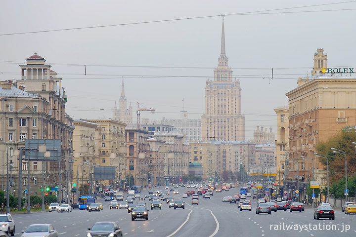 クトゥーゾフスカヤ駅前、クトゥーゾフ大通り