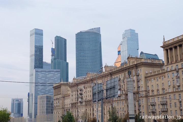 クトゥーゾフスカヤ駅前から見たモスクワ・シティ