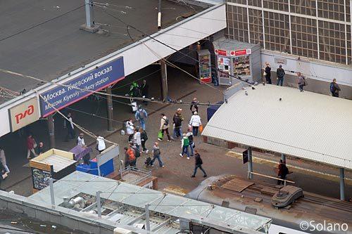キエフスキー駅、朝の通勤通学風景
