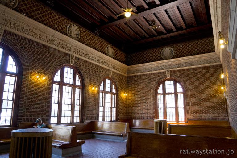 アメリカ、メトロノース鉄道・ヨンカーズ駅、レンガ造りの待合室