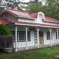 芦野公園駅~桜の名所で喫茶店として過ごす木造の旧駅舎~
