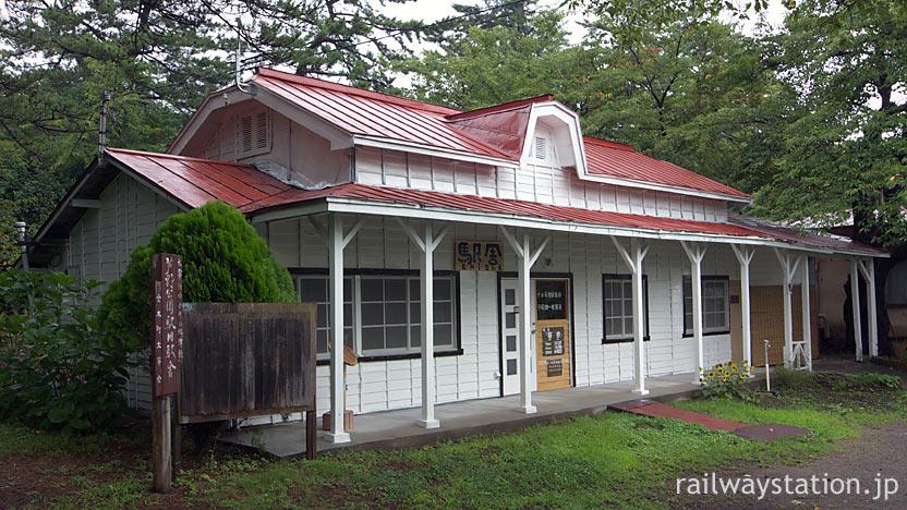 津軽鉄道・芦野公園駅、開業の昭和5年以来の木造駅舎が残る