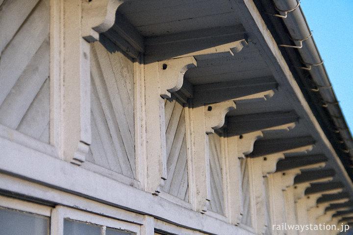 秩父鉄道、秩父駅旧駅舎、凝った軒支えの造り