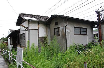 宮島線・広電廿日市駅、駅舎後部のトイレ跡?