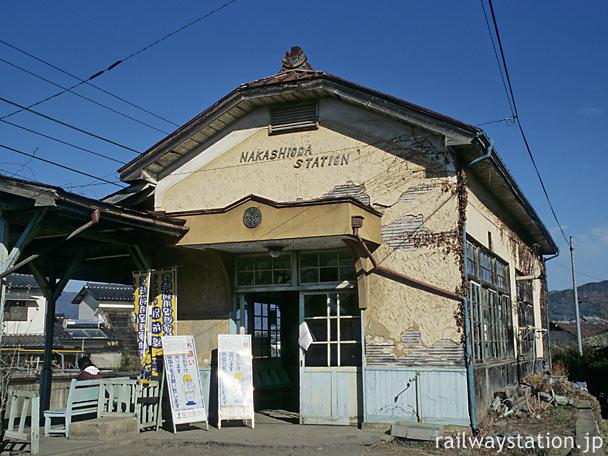 上田交通、傷みが激しい中塩田駅の木造駅舎(2004年)