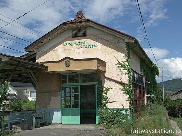 上田電鉄・別所線、きれいに修復された中塩田駅の木造駅舎
