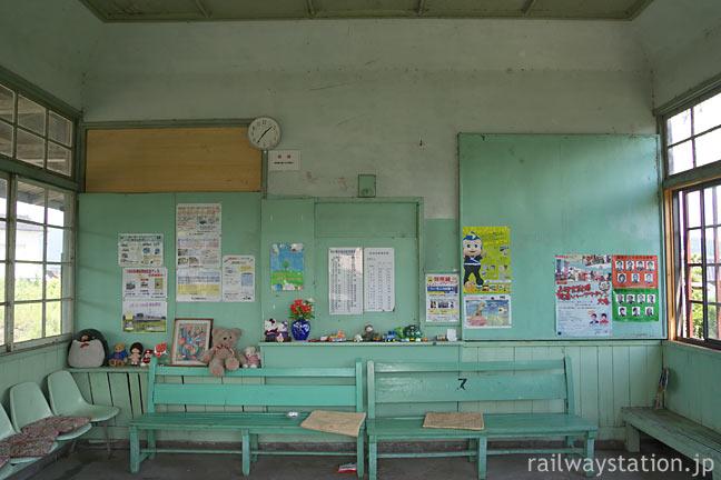 上田電鉄・別所線・中塩田駅の木造駅舎、待合室と窓口跡