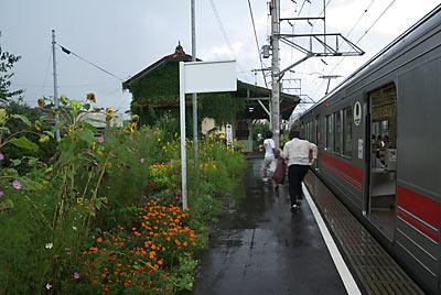 上田電鉄・別所線、ゲリラ豪雨の襲われる中塩田駅