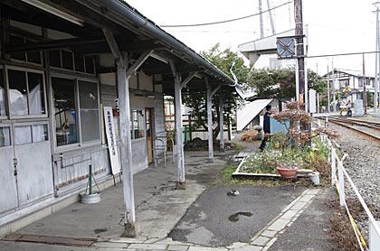 アルピコ交通上高地線・新村駅、駅舎ホーム側