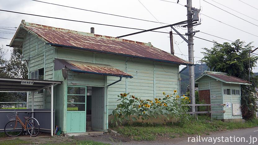 上田電鉄・別所線・八木沢駅の木造駅舎と古いトイレ