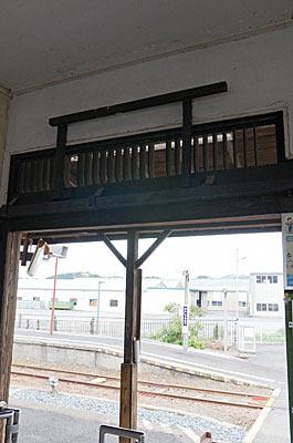 天浜線・遠州森駅の木造駅舎、改札口上の通風孔
