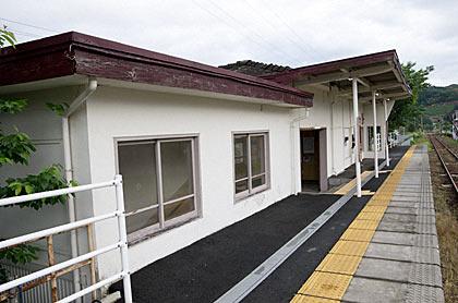 天竜浜名湖鉄道・尾奈駅駅舎ホーム側