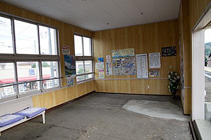 天竜浜名湖鉄道(天浜線)・尾奈駅、待合室