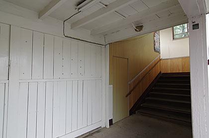 天竜浜名湖鉄道・尾奈駅の木造駅舎、一階