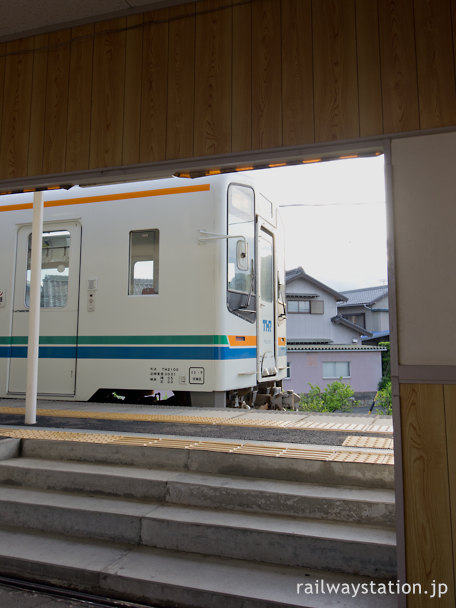 天竜浜名湖鉄道、尾奈駅に到着したTHTH2100形気動車