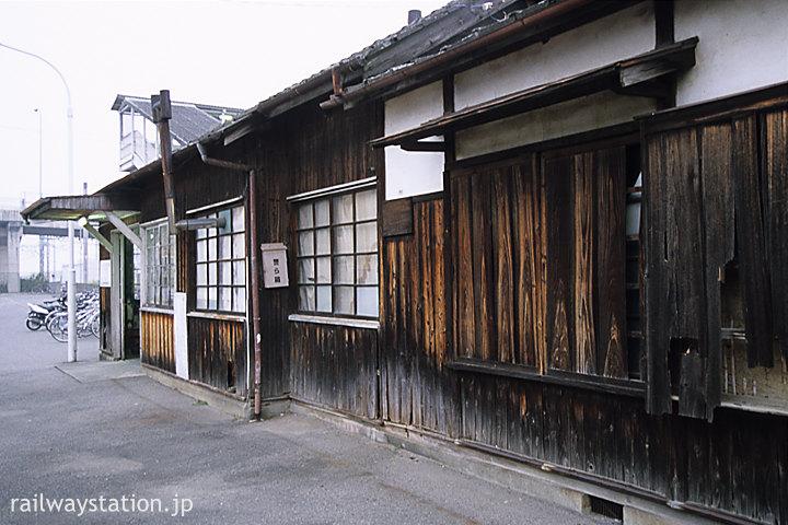 東武鉄道・伊勢崎線・世良田駅、古色蒼然とした木造駅舎