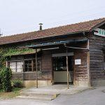 東武鉄道・小泉線、篠塚駅の木造駅舎