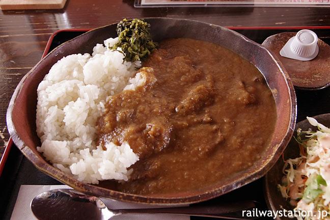 芦野公園駅、喫茶「駅舎」、金木地区名産の馬肉を使ったカレー