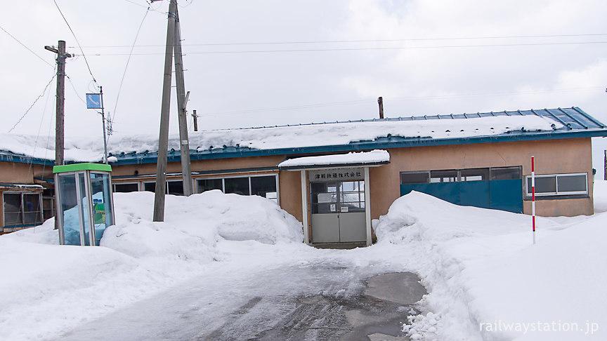 津軽鉄道・大沢内駅、昭和感溢れる木造駅舎