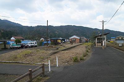 若桜鉄道・八東駅ホームと側線ホーム跡