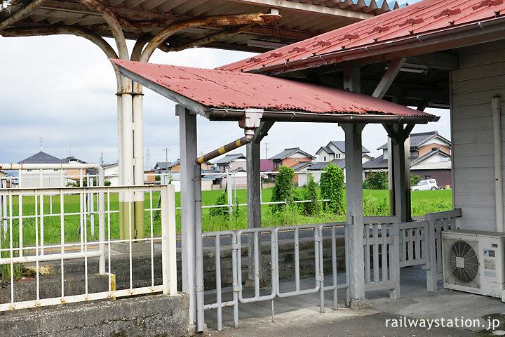 養老鉄道・揖斐駅、駅舎外の改札口跡