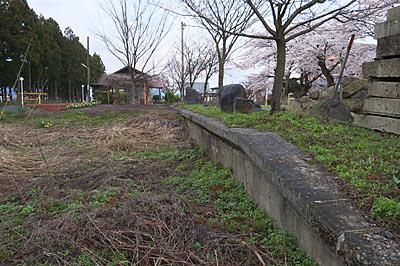 山形鉄道・フラワー長井線・羽前成田駅、側線ホーム跡